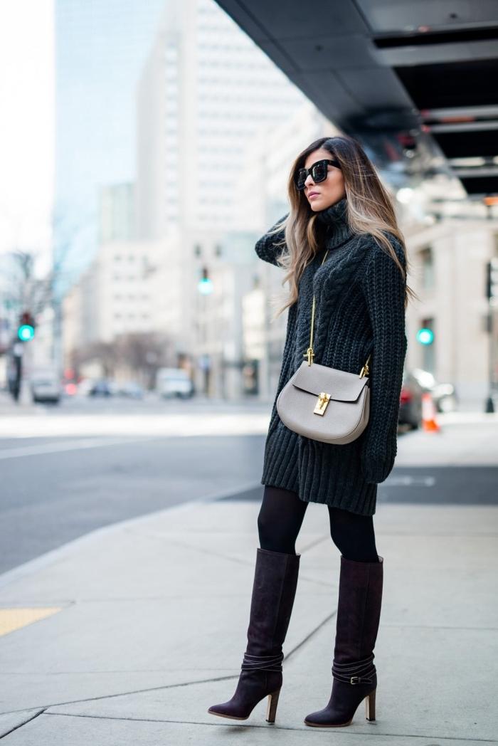 vision stylée d'hiver en pull long femme design robe à col roulé combiné avec bottes longueur genoux à talons
