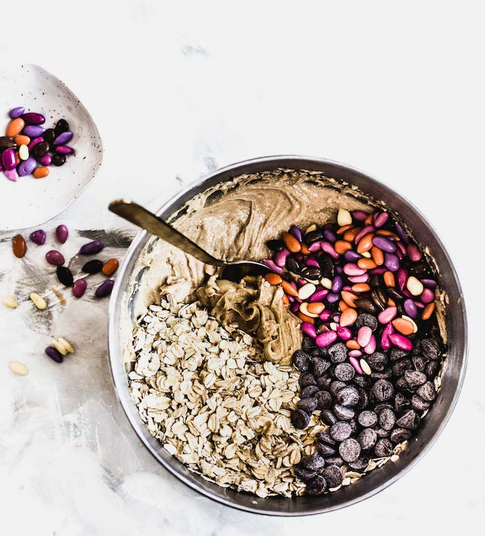 melange graines de tournesol au sucre colorés, pepites de chocolat et flocons d avoine beurre d amande