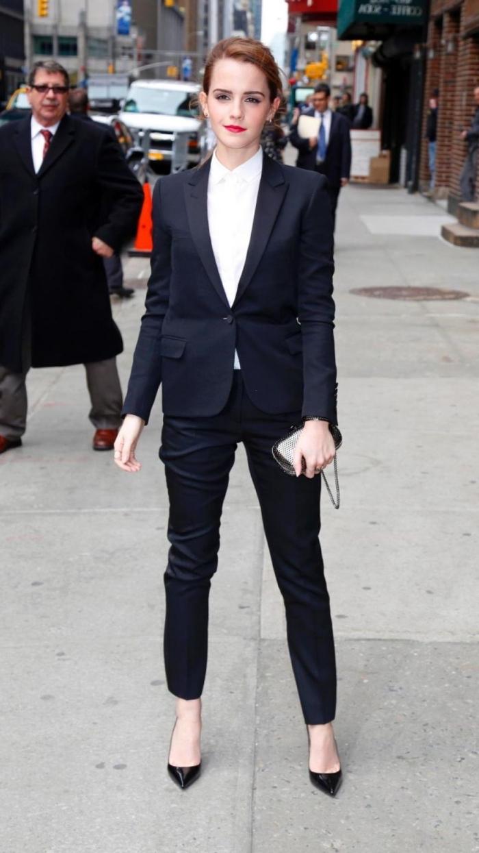 comment porter une veste smoking femme pour un évènement officiel, style vestimentaire femme classe en noir et blanc
