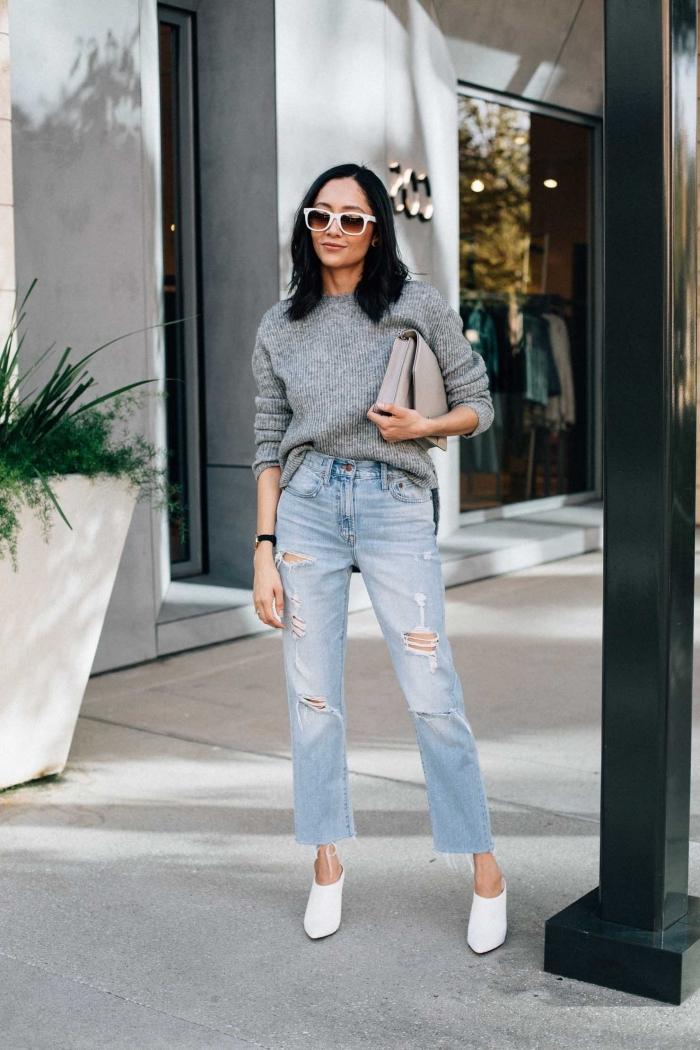 quelle couleur associer avec le gris pour un look femme d'hiver en pull laine femme gris et jeans taille haute clairs