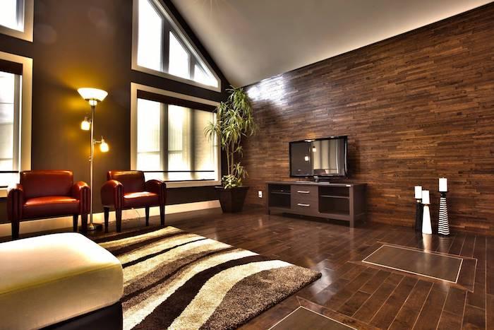 Brune et bois salon géant dans une maison type chalet, inspiration deco chambre peinture, couleur chambre adulte
