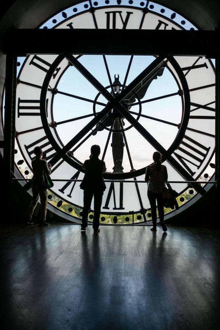 Grand horloge de gare transformé en musée à paris, fond ecran paysage, faire une photo fond ecran swag