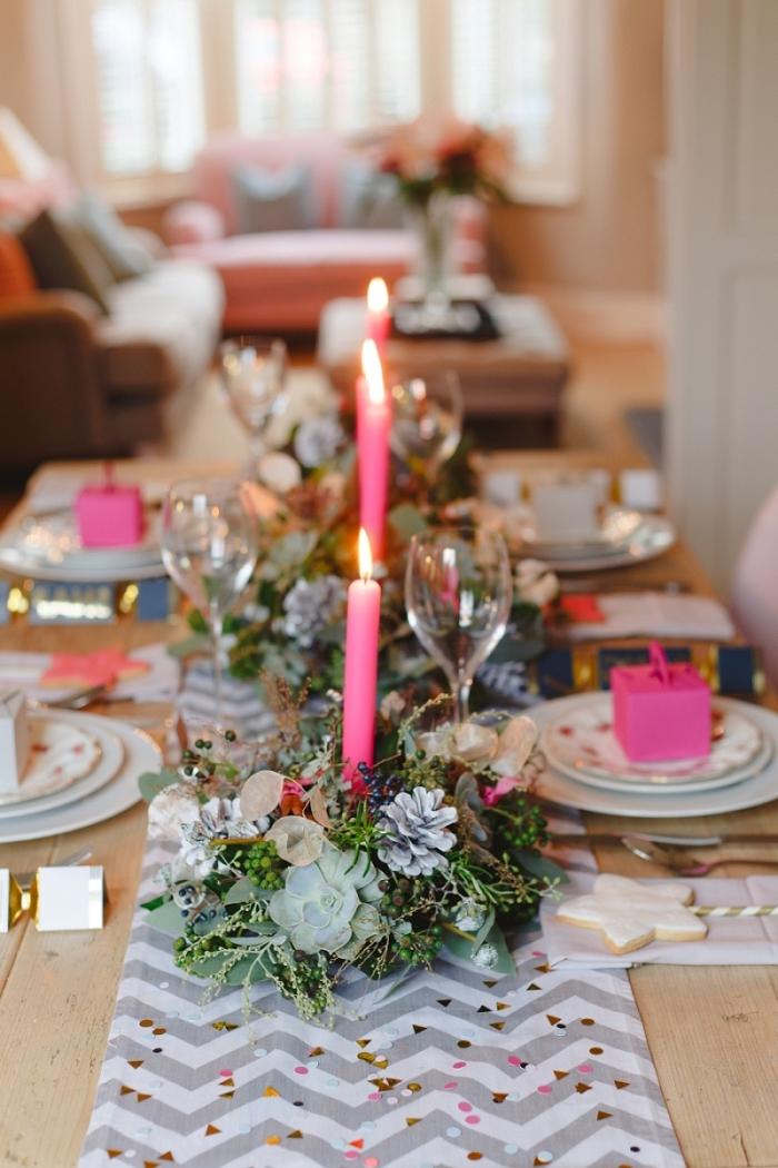 décoration de table idées faciles pour 2019, comment arranger une table avec composition florale DIY et bougies colorées