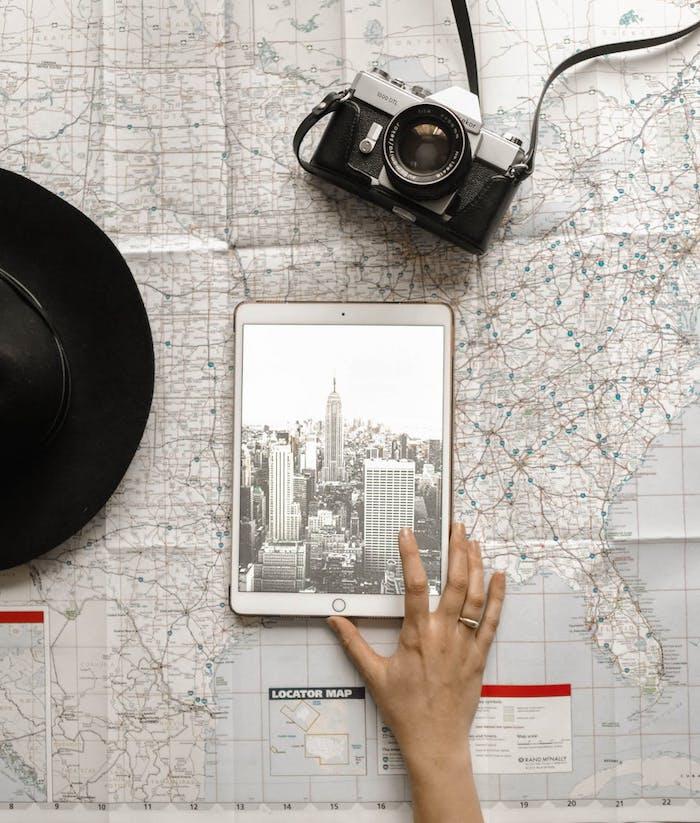 Ipad photo de new york en noir et blanc, plan de la ville, idée fond d'écran noir et blanc, idée fond ecran stylé