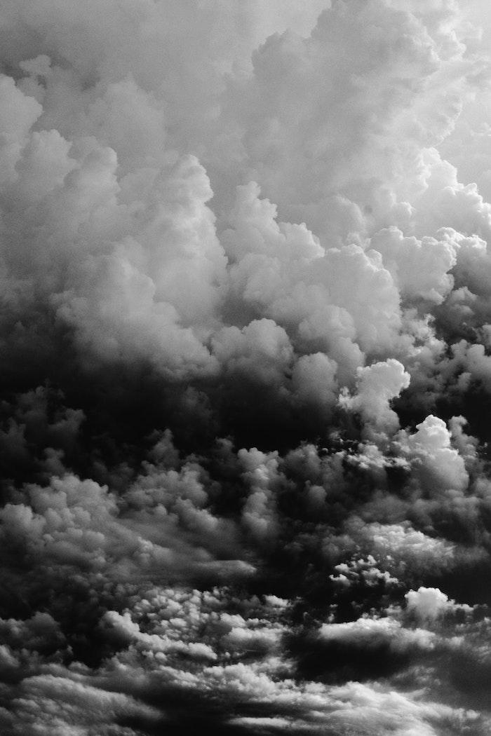 Nuages photo noir et blanc, image fond d'écran noir, photographie noir et blanc