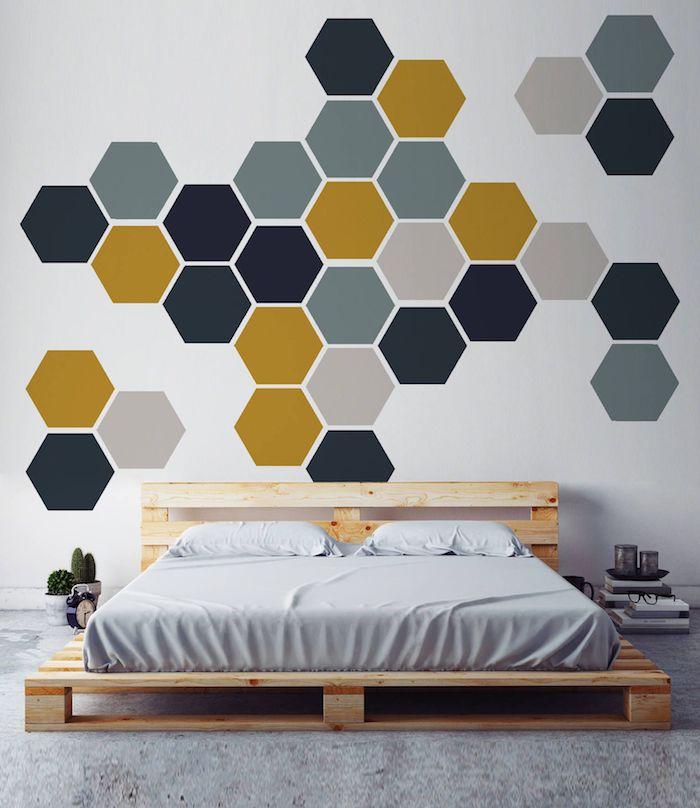 Lit en palette européenne, déco murale couleur de peinture pour chambre, couleur mur chambre moderne