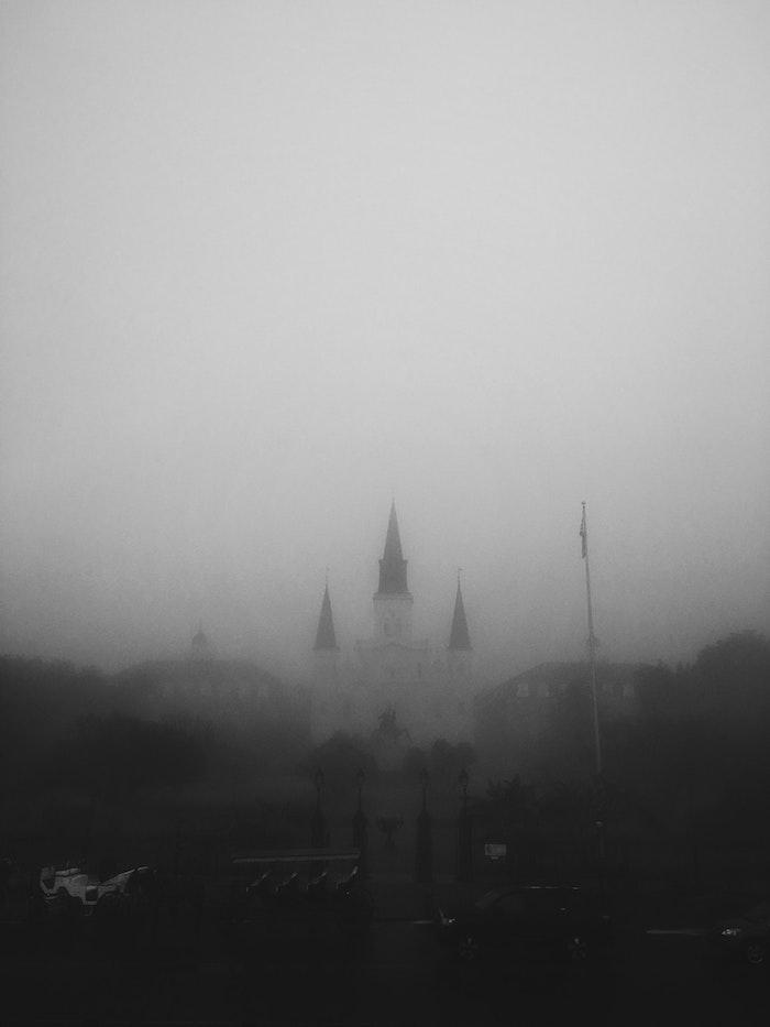 Chateau dans le brouillard, dessin graphique, cool idée fond d'écran swag moderne
