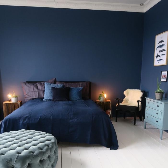couleur bleu marine dans la chambre à coucher moderne, tendances couleurs 2019 pour une chambre parentale