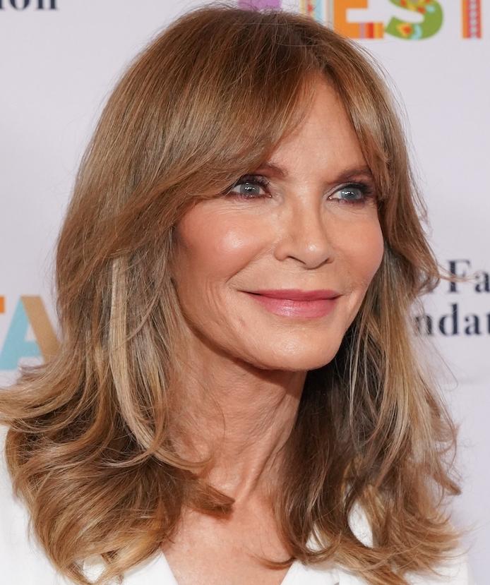 modele de coupe cheveux long en dégradé avec frange rideau, idée coupe de cheveux qui rajeunit pour femme 60 ans