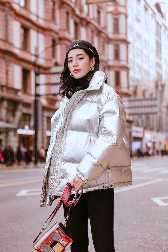 Idée tenue sport femme, vetement streetwear belle femme bien habillée hiver