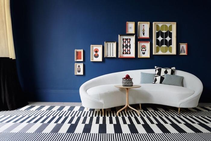quelle couleur de peinture pour chambre moderne, design chambre tendance aux murs bleu minuit avec accents blancs