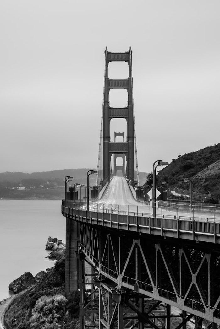 San Francisco en noir et blanc photo du pont golden gate noir et blanc, symbolique des couleurs noir et blanc