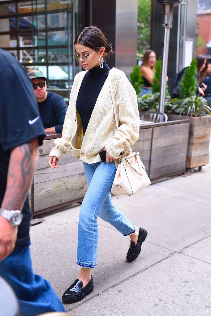 Image Selena Gomez sur la rue, idée look tendance, tenue swag femme, ensemble de sport femme