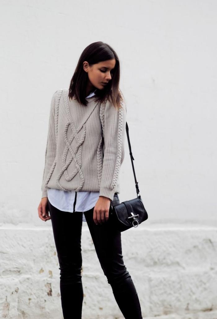 look femme stylé en pull stylé à design torsadé porté avec chemise blanche et pantalon slim noir, mode femme d'hiver 2019