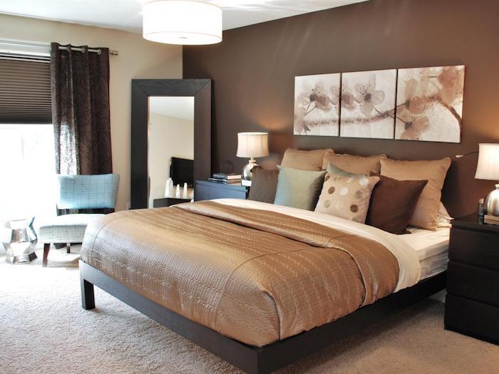 Chambre à coucher beige et brune, lit double, peinture triptyque, peindre une chambre en deux couleurs, peindre un mur bicolore