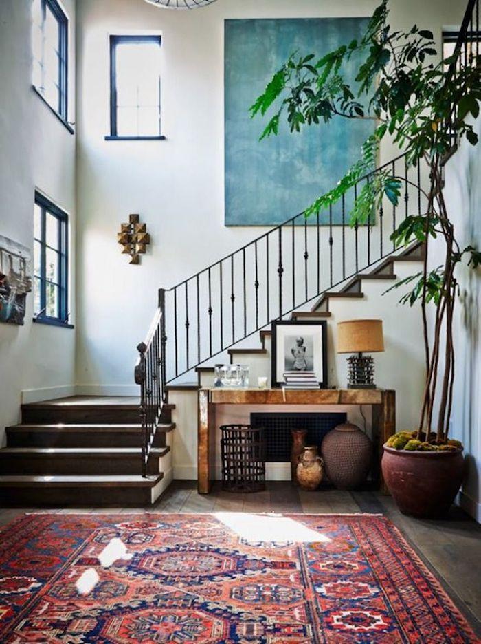 Peinture abstraite déco murale de l'escalier, peindre un mur en deux couleurs, déco peinture chambre adulte, tapis oriental, géant plante verte