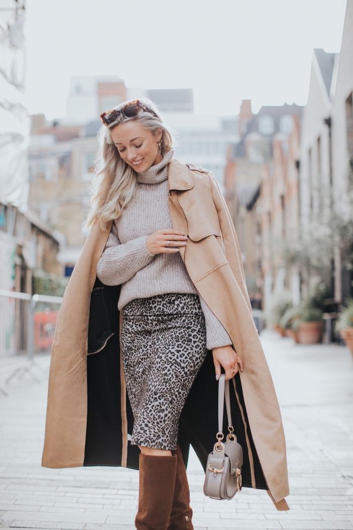style vestimentaire femme élégant au travail en jupe longueur genoux à design léopard combiné avec pull cachemire femme