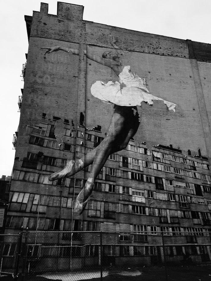 Balerine dessin sur mur, street art idée fond d'écran noir et blanc, idée fond ecran stylé