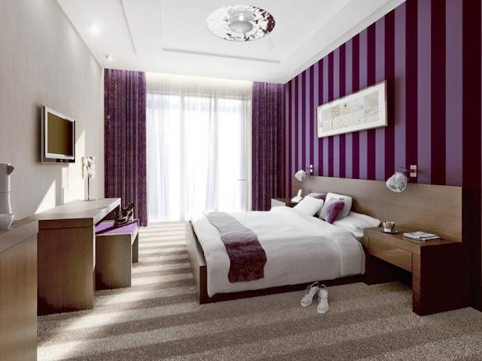 Violet chambre à coucher papier peinte rayé, quelle couleur pour une chambre, comment disposer 2 couleurs dans une chambre