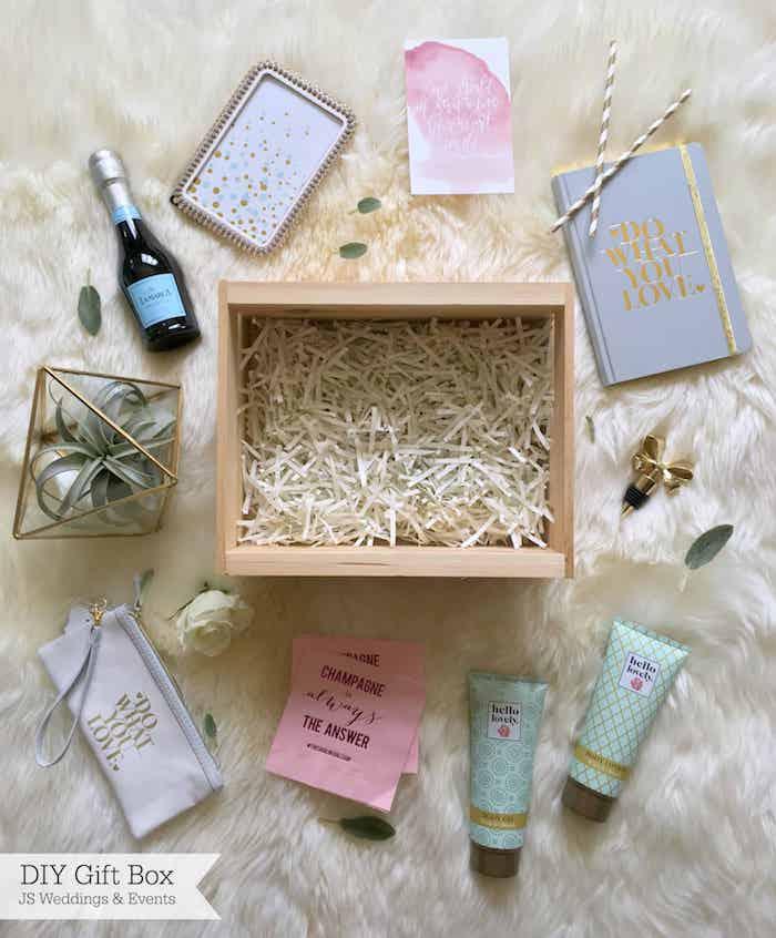Ranger différentes choses zero decher dans une boite en bois, idée cadeau fait main, idee cadeau maitresse fin d année