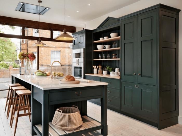 design intérieur moderne dans une cuisine aux murs blanches avec îlot, modèles de meubles de cuisine de couleur vert de gris