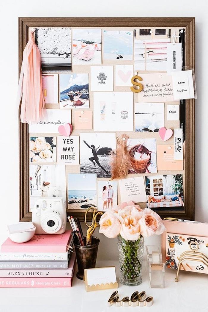 Tableau sur le bureau bien rangé avec vase pleine de pivoines, comment faire un tableau, visualiser ses rêves en tableau déco
