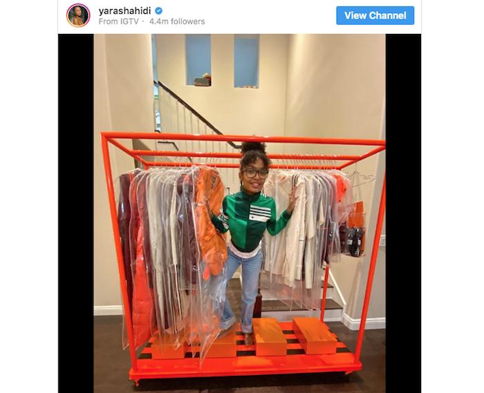 l'actrice Yara Shahidi a posté une vidéo promo de son déballage de la collection ivy Park par Adidas
