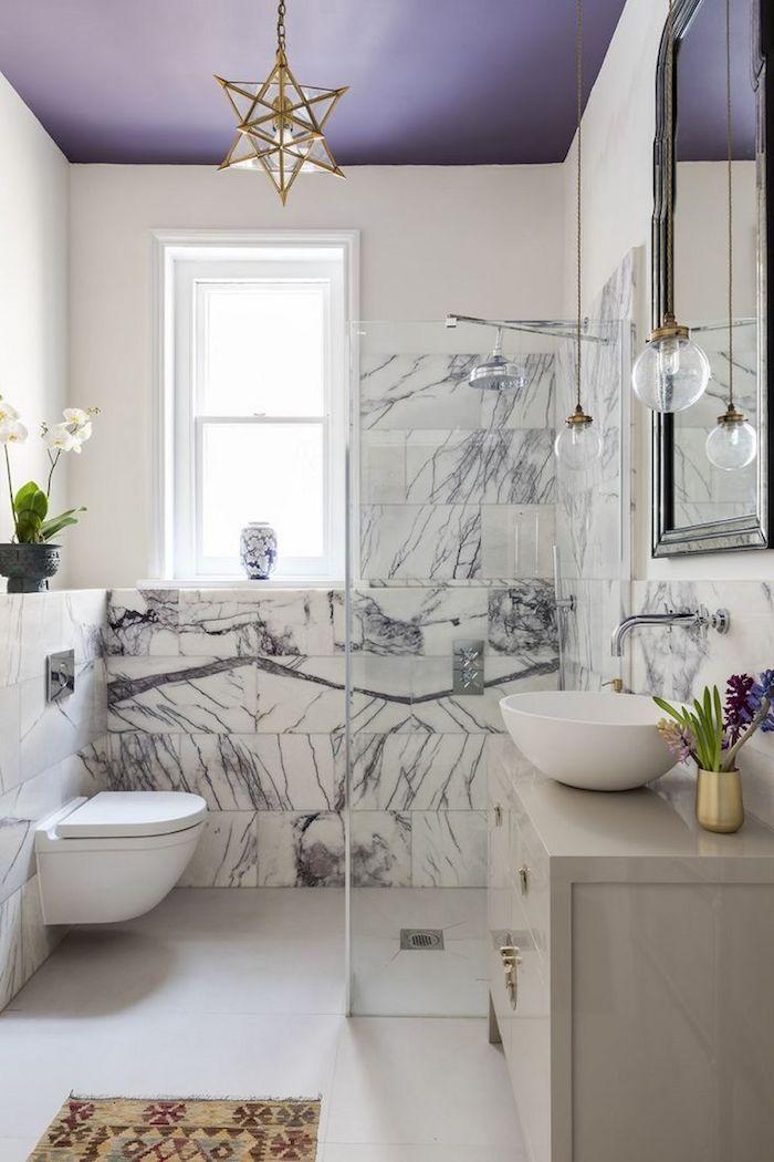 salle de bain design, quelle couleur pour la salle de bains moderne plafond violet, lustre etoile extraordinaire