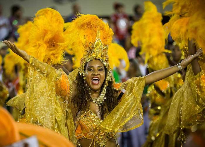 Rio carnaval costume professionnel danseuse, couronne et plumes, maillot jaune, deguisement carnaval, deguisement adulte femme