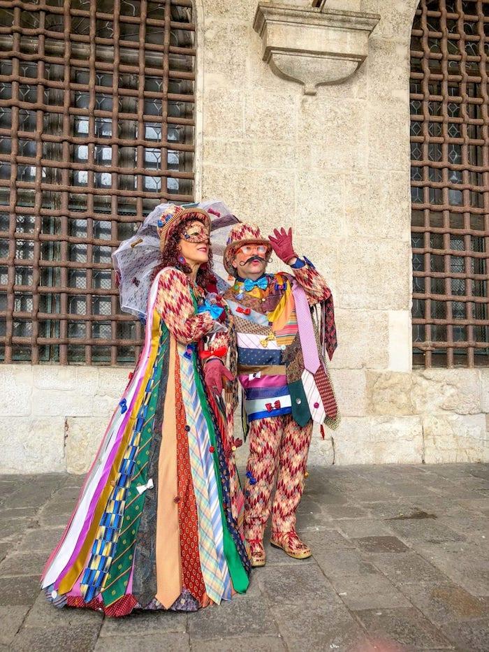 Jupe en cravates différents motifs, style festival de venise, déguisement carnaval femme, beau costume de carnaval
