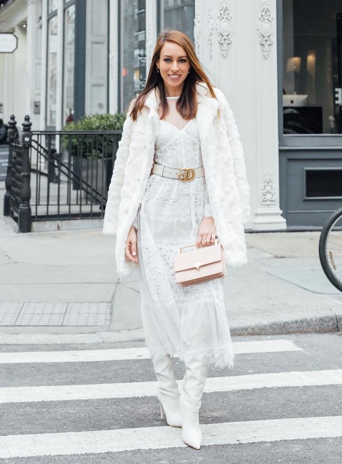 exemple de robe de soirée chic et extravagant en dentelle blanche combinée avec manteau en fourrure blanche