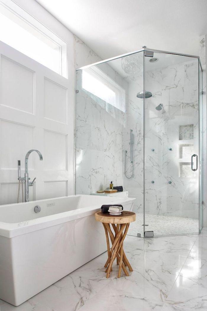 Chaise bois flotté, inspiration salle de bain, style intérieur zen dans la salle de bains, verre douche
