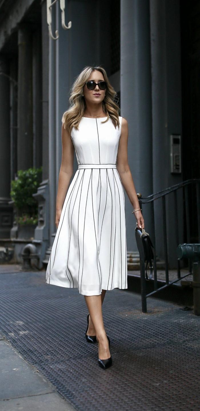 modèle de robe de cérémonie femme en blanc avec rayures noires, comment bien s'habiller pour une fête femme