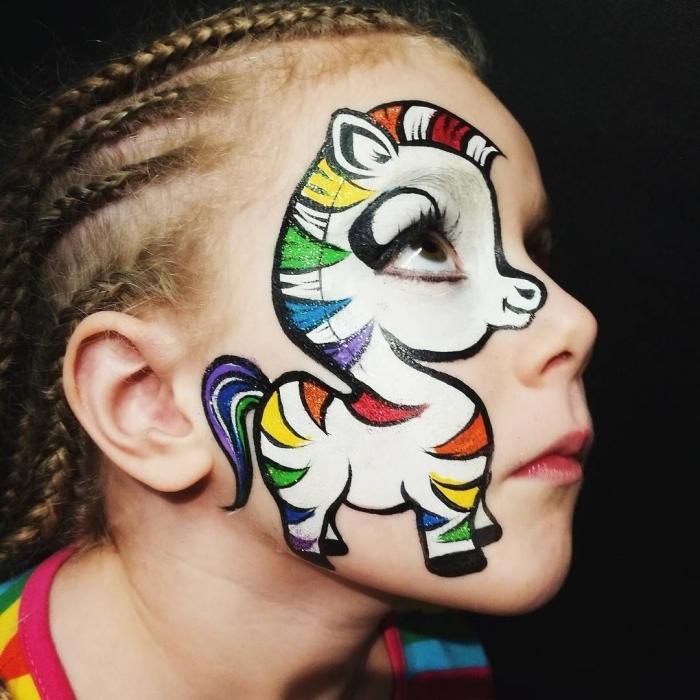 idée de maquillage halloween enfant, que dessiner sur le visage d'un enfant pour une fête déguisée avec peinture visage
