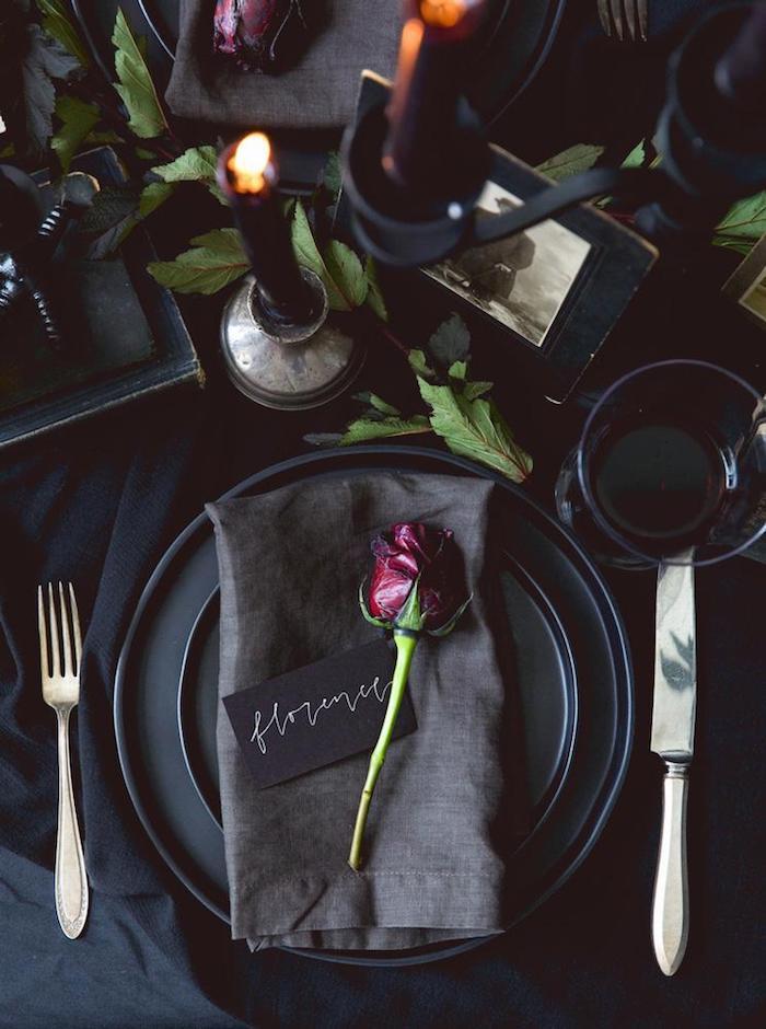 Noir décoration pour la table, diner romantique, déco table st valentin originale idée, soirée saint valentin, décoration saint valentin