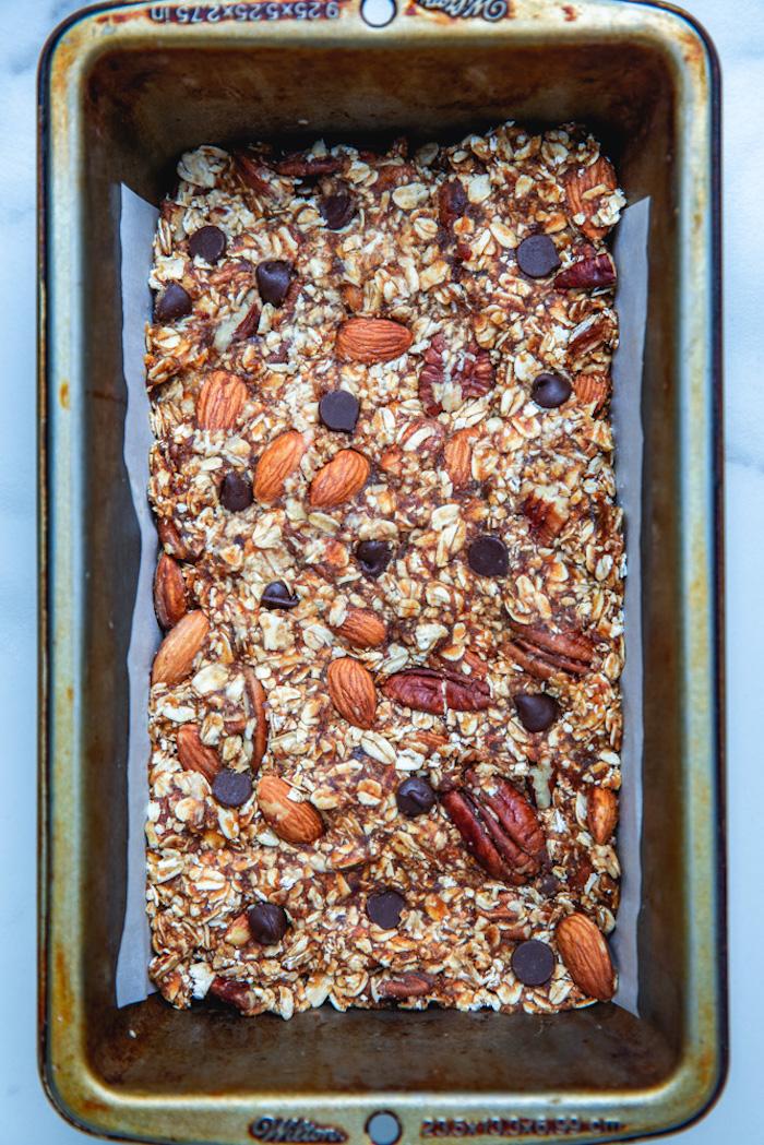 comment faire barre protéinée maison aux flocons d avoine, noix de pecan, amandes, pepites de chocolat et beurre de cacahuete