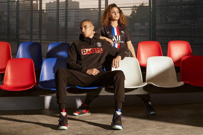 En plus de la tenue officielle des joueurs, la collab Jordan x PSG propose aussi des articles lifestyle grand public