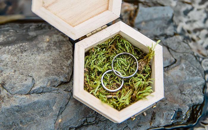Boîte en bois mariage zéro déchet, écologiques idées pour la cérémonie, anneaux vintage