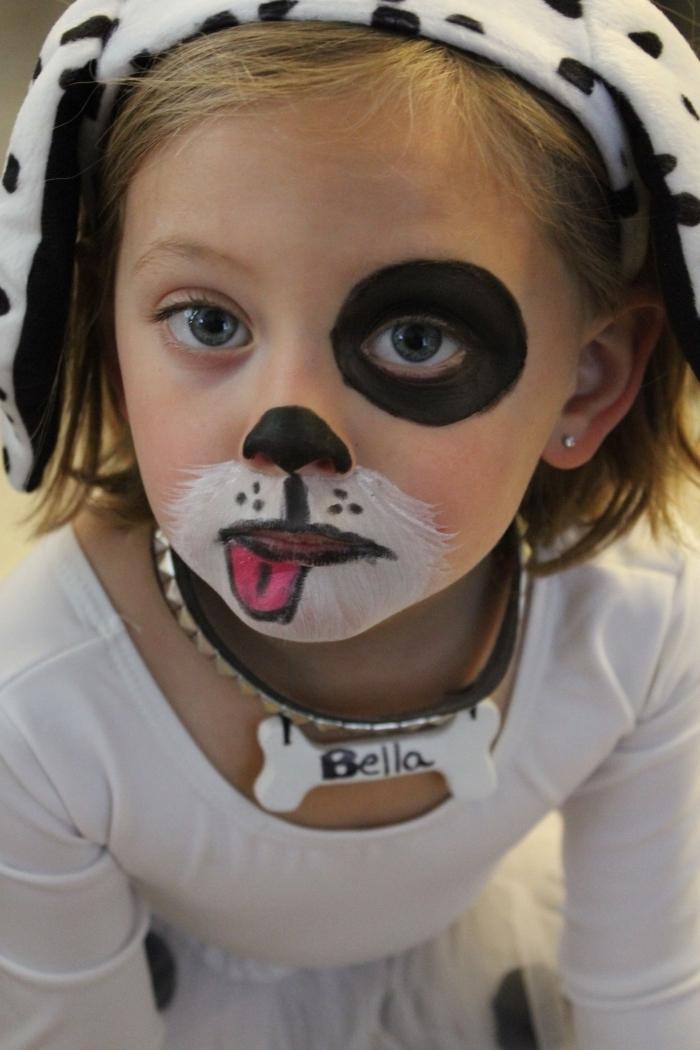 idée de maquillage enfant facile à faire soi-même avec peinture faciale en blanc et noir, visage enfant à maquillage chien
