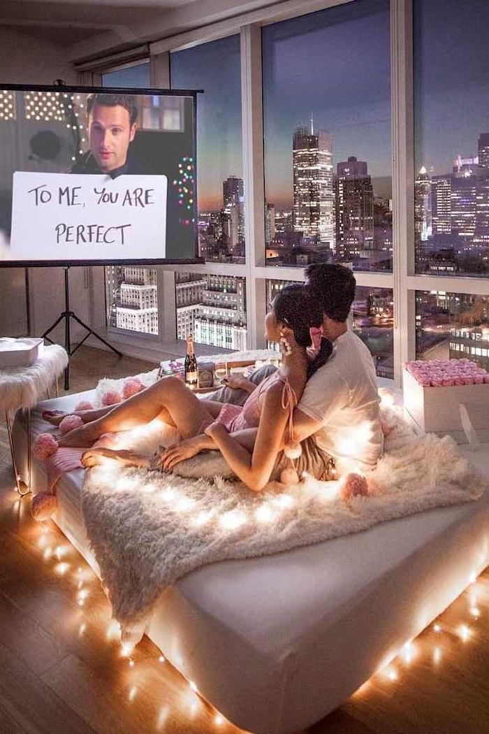 Pour moi tu es parfaite, idee deco soiree romantique, festive décoration pour couple amoureux, cinéma soirée pour deux