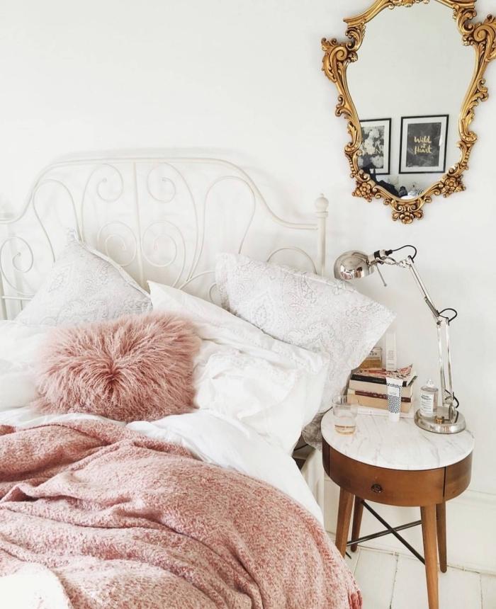 quelles couleurs associer dans une petite chambre ado, design pièce blanche améngée avec meubles en bois