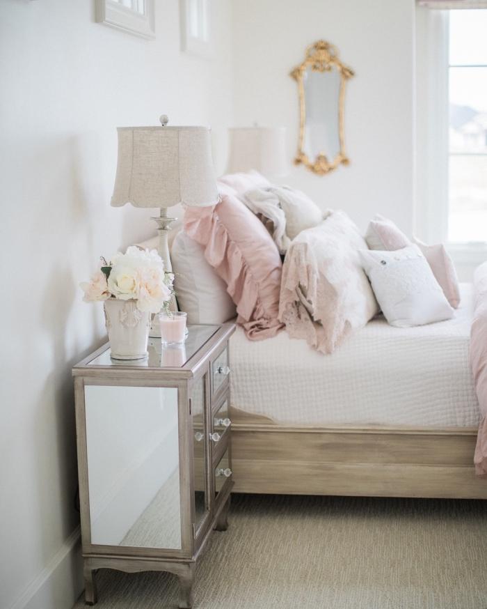 idée déco chambre adulte pour femme, pièce blanche aménagée avec meubles en bois clairs et accessoires roses