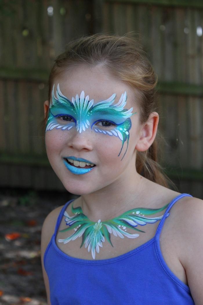 peinture visage de couleur vert et bleu pour réaliser un make-up façon disney, idée maquillage avec pochoir façon Reine des neiges