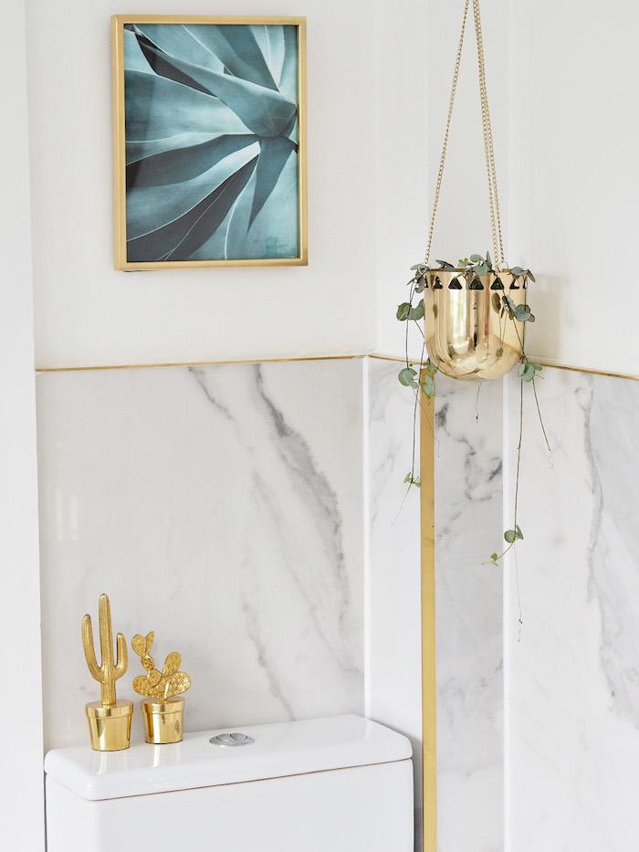 Cadre photo de plante salle de bain marbre et bois à l'ancienne, salle de bain marbre blanc