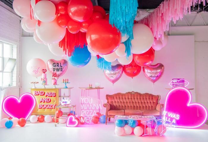 idée de deco 30 ans avec objets en couleurs flashy, organiser un party d'anniversaire à la maison pour femme