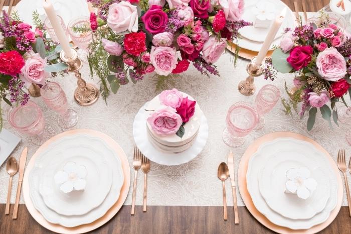 quelles couleurs pour une décoration table anniversaire adulte romantique et stylée, déco table en blanc et rose gold