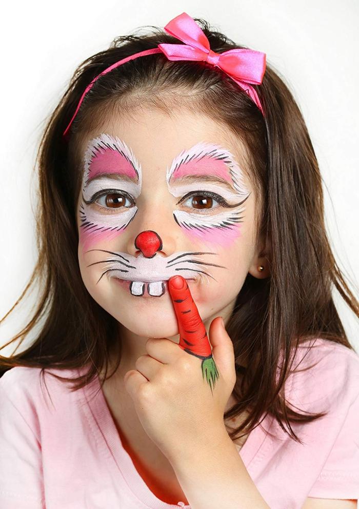idée de peinture faciale simple pour enfant, maquillage carnaval façon animale avec peinture visage en rose et blanc