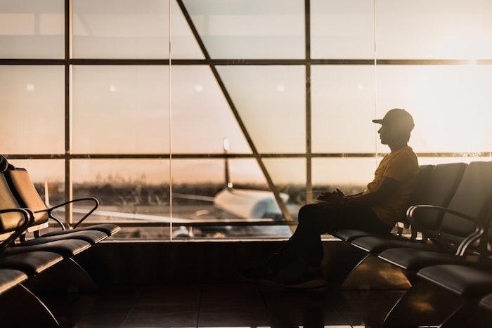 bien choisir le moment de voyager, réserver un vol tôt le matin, astuces économiser de l'argent sur son voyage