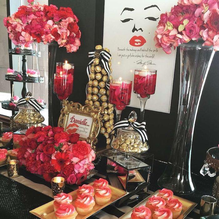 theme d anniversaire marilyn monrie avec des bouquets de fleurs rose et rouges, cupcakes blanc et rouge, pièce montée bonbons ferrero rocher