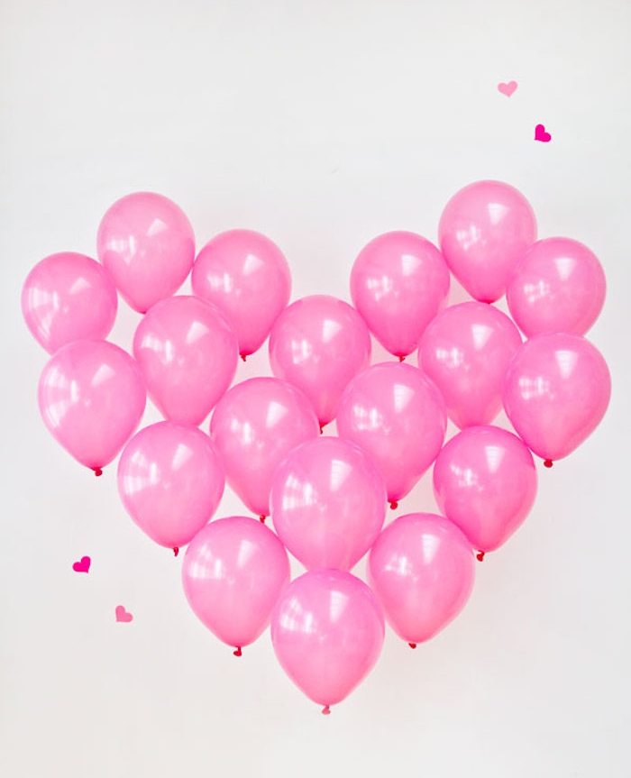 coeur rose de ballons rose, idée pour fabriquer une deco ballons soi meme facilement